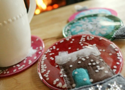 DIY gingerbread house snow globe coasters (via www.shelterness.com)