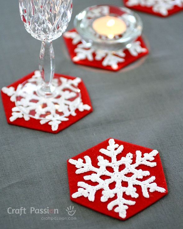 DIY red and white snowflake coasters (via www.craftpassion.com)