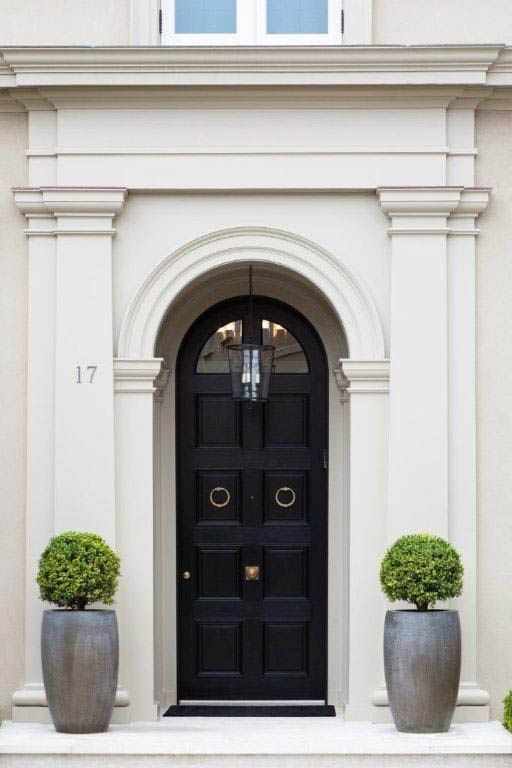 20 Impressive Ways To Frame Your Front Door With Planters - Shelterness