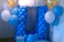 06 blue pacifier made of balloons for a boy's baby shower