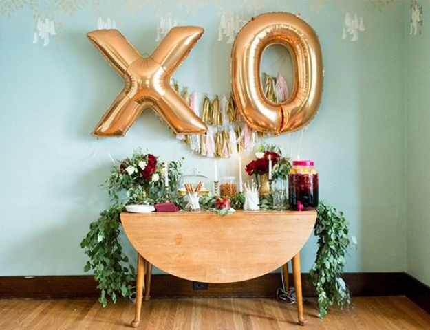 XO gold letter balloons for the drink station decor