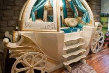 13 refined turquise and gold carriage as a girl's bed