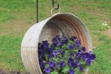 14 suspended old metal bathtub as a raised garden bed for a rustic look