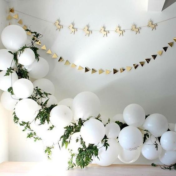 a balloon arch for the entry way of the terrace for the baby shower