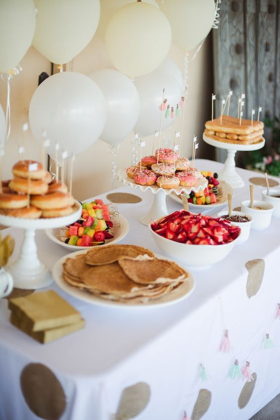 sweet and neutral dessert table for the party