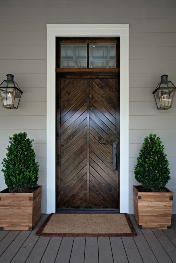 20 Impressive Ways To Frame Your Front Door With Planters