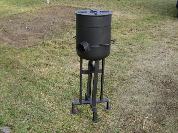 DIY heavy-duty rocket stove (via www.instructables.com)