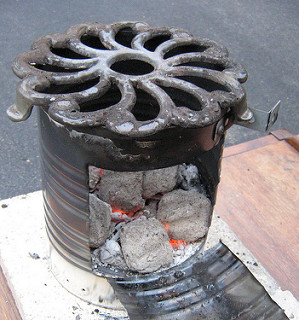 DIY rocket stove made of a 10 gallon steel can