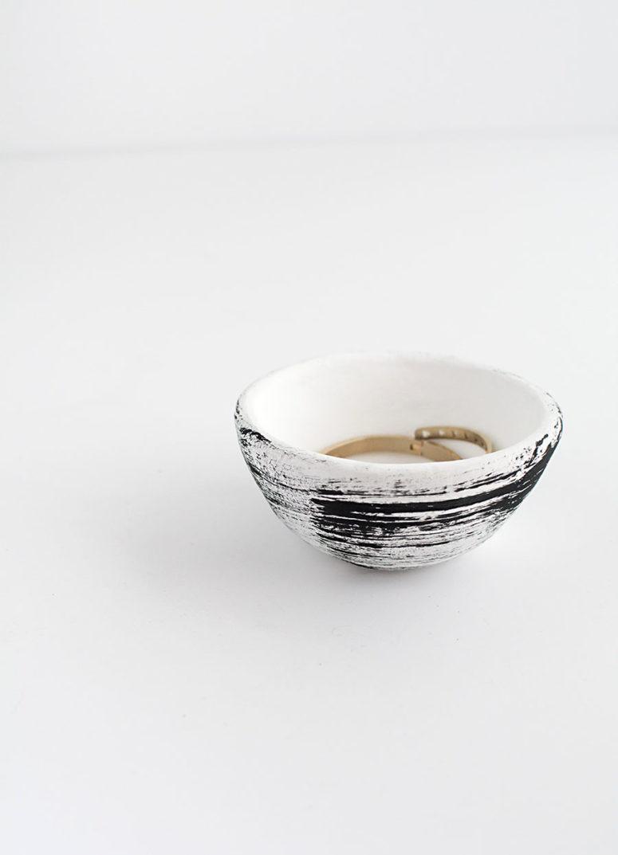 DIY pinch pots from clay (via www.homeyohmy.com)