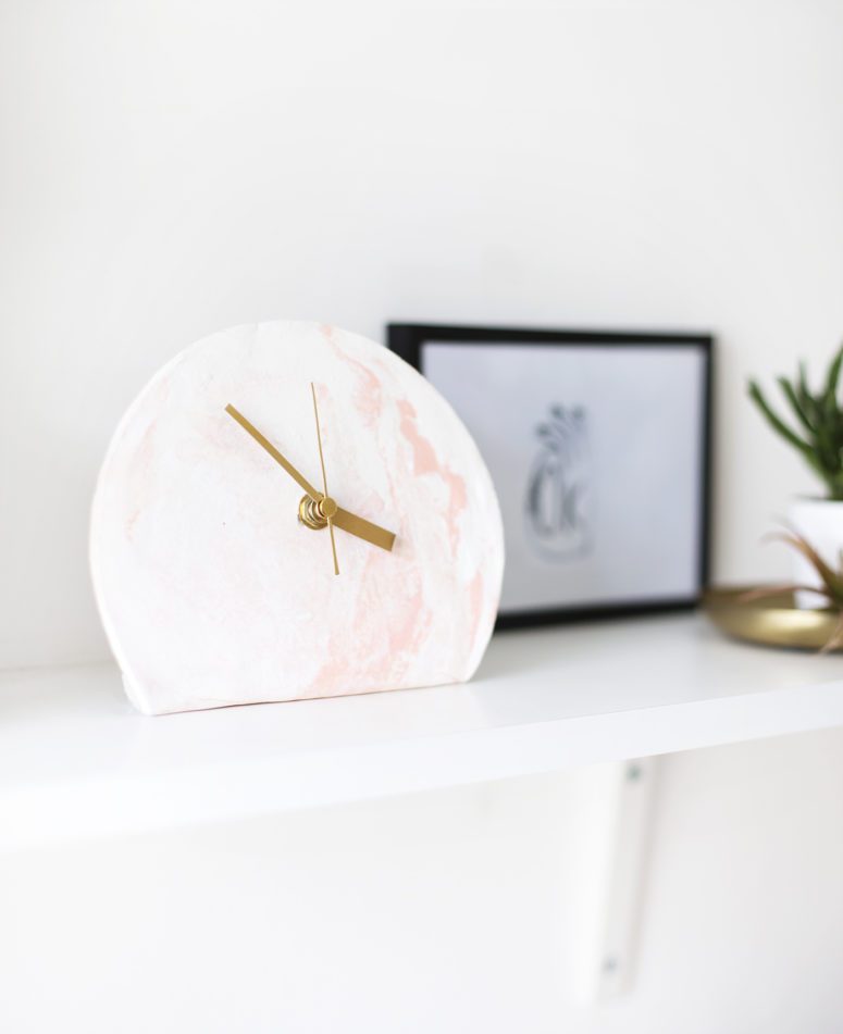DIY marble clay clock (via thelovelydrawer.com)
