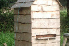 DIY bee hive with external protection and insulation