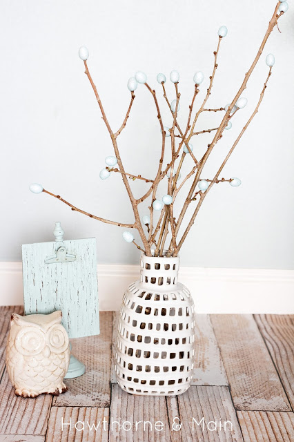 DIY spring bud vase filler (via www.hawthorneandmain.com)