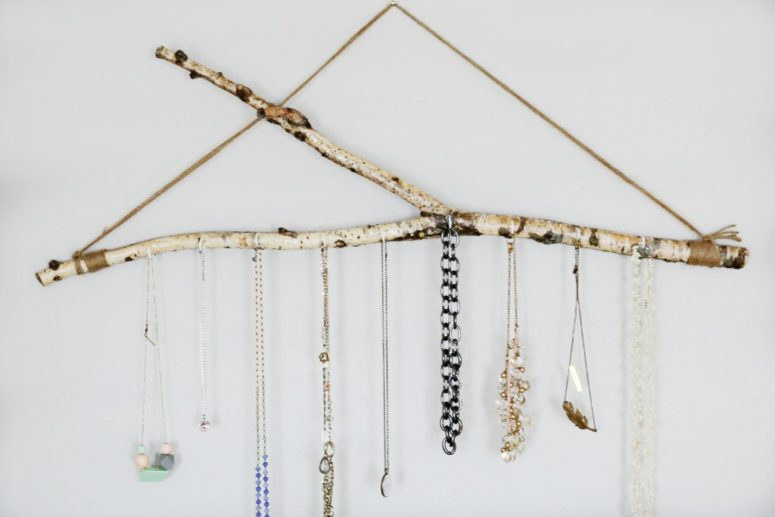 DIY branch jewelry holder (via www.homestead128.com)
