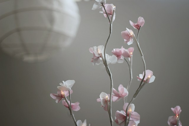 DIY glowing cherry blossom branches (via www.shrimpsaladcircus.com)