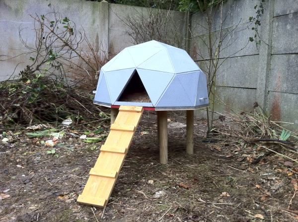 DIY geometric chicken dome (via anthony.liekens.net)
