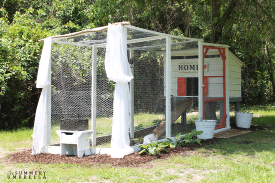 DIY functional chicken coop (via thesummeryumbrella.com)