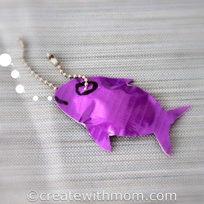 DIY duct tape fish key chain (via www.createwithmom.com)