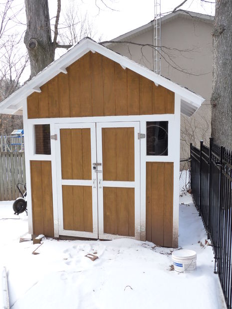 DIY garden shed on a challenging spot (via www.instructables.com)