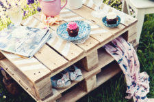 DIY pallet pinic table