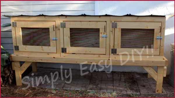 DIY rabbit hutch for three rabbits (via www.simplyeasydiy.com)