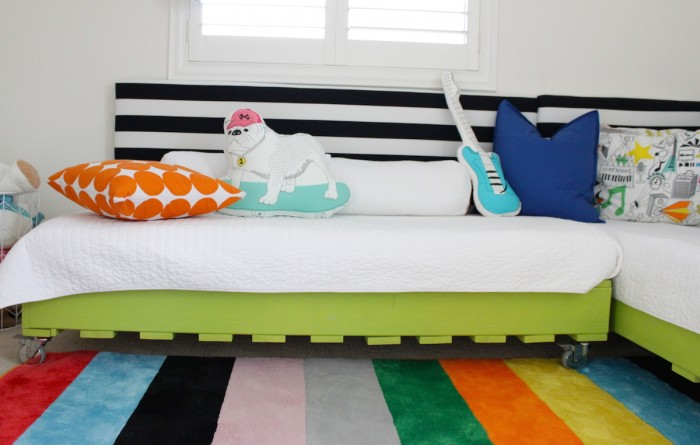 DIY lime green pallet bed (via www.petitepartystudio.com)