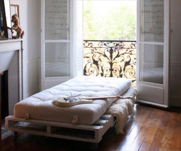 DIY pallet bed for a kid's room (via www.instructables.com)