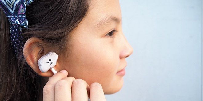 DIY earbud headphones with clay covers (via www.yoyo-mom.com)