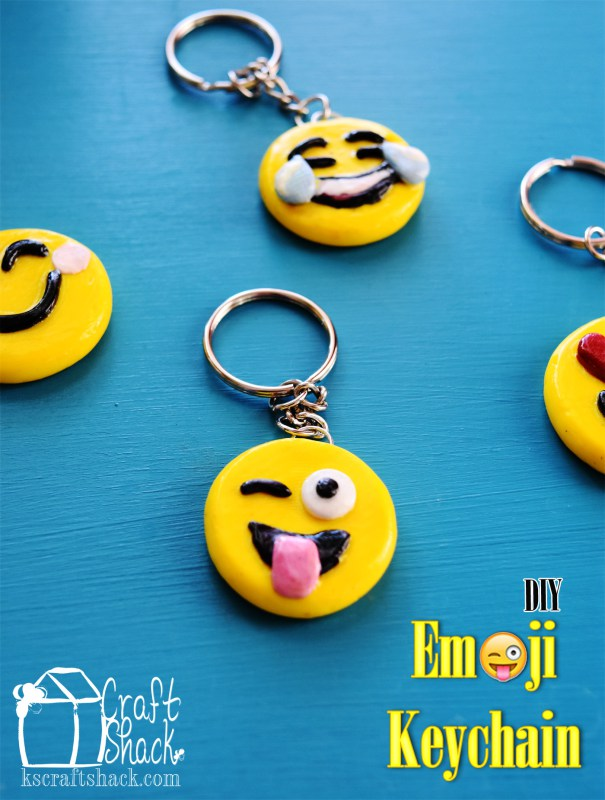 DIY emoji key chains made of clay (via www.craftshackchronicles.com)