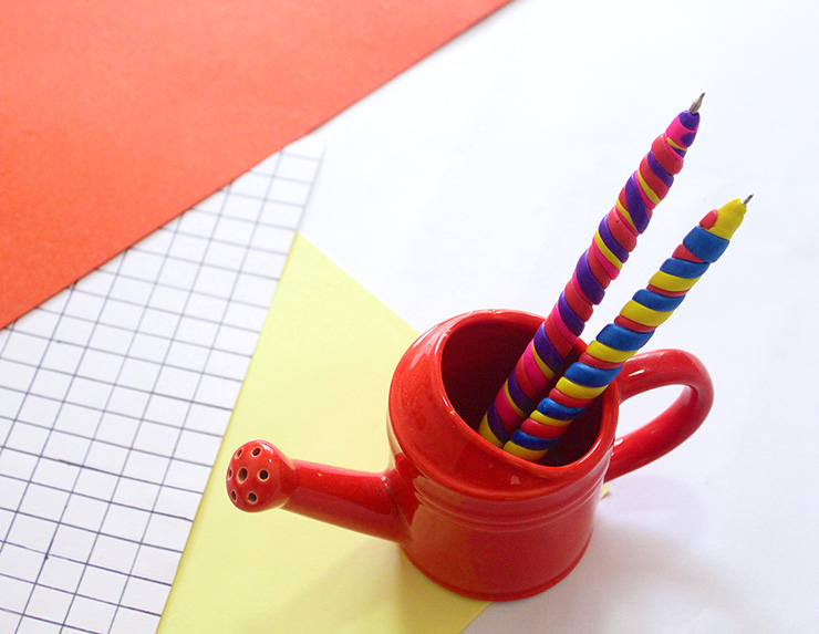 DIY clay pen covers in bold rainbow colors (via thecraftables.com)