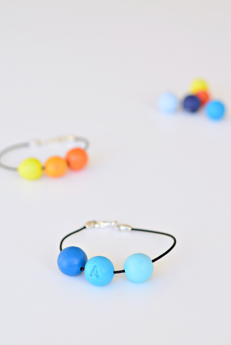 DIY friendship bracelets with clay beads and monograms (via https:)