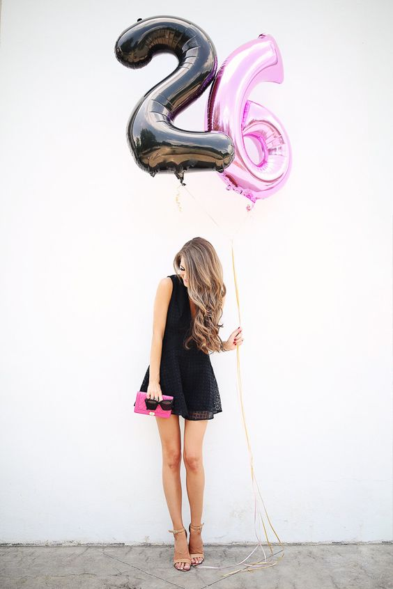 02 black and pink 26 balloons matching the outfit of the girl