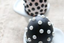 03 black and white Easter eggs with beads