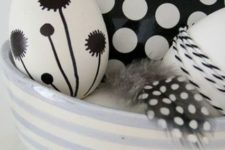 04 black and white Easter eggs with various patterns