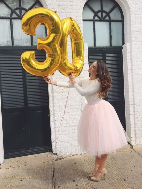 gold 30 balloons to take a memorable picture