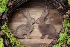 04 rustic grapevine wreath with wooden bunnies and moss