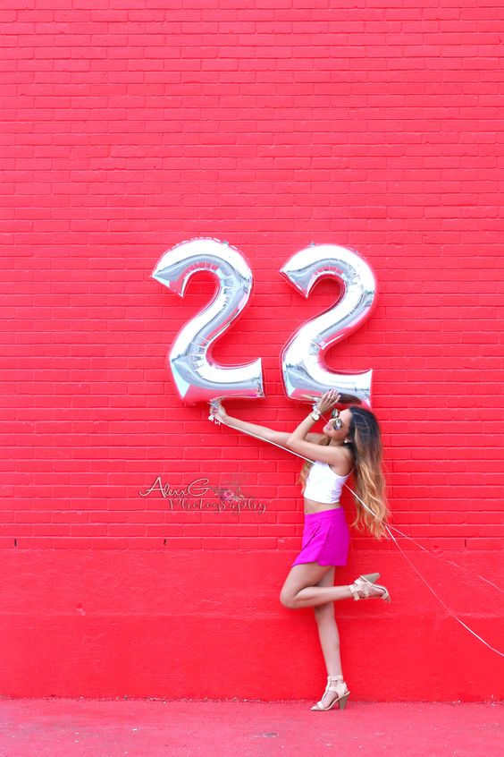 silver 22 number balloons