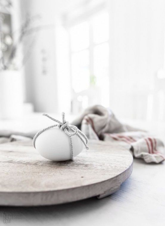 decorate your eggs just with twine, no dying