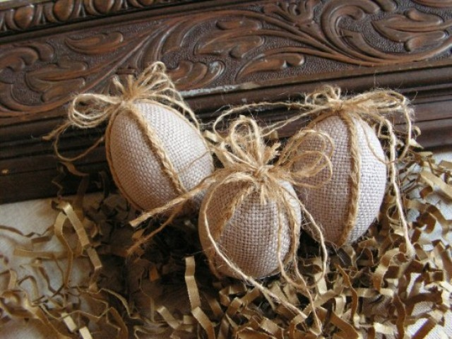 twine and burlap Easter eggs