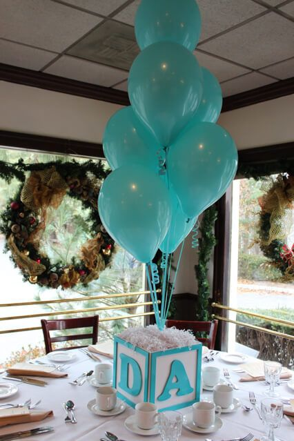a letter cube with turquoise balloons for a centerpiece