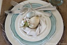 09 a wicker platter, a blue plate and a napkin with two eggs and flowers