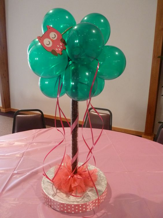 a bold emerald balloon centerpiece with a pink owl