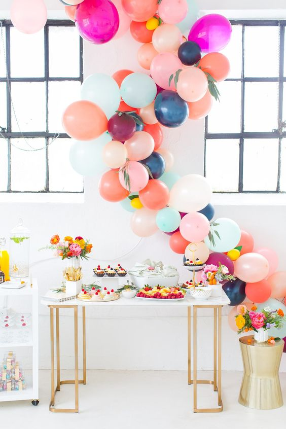 colorful balloon garland to decorate a dessert table