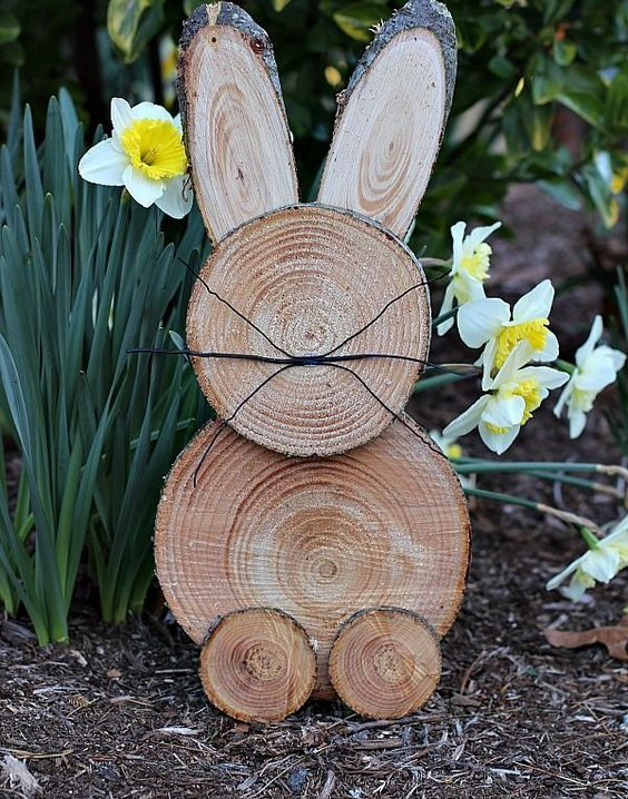 a rustic wood slice Easter bunny is a perfect craft to bring a little Easter decor to your yard