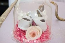 17 a cloche with a rose, pink confetti and sandals