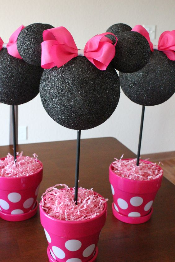 bold Minnie Mouse centerpiece in black and hot pink