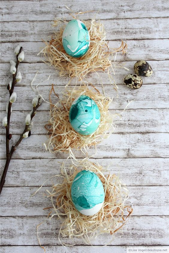 bold turquoise marbled Easter eggs look chic
