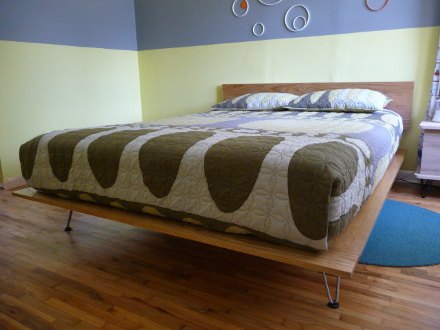 Nice DIY modern bed with hairpin legs via mid century modern net