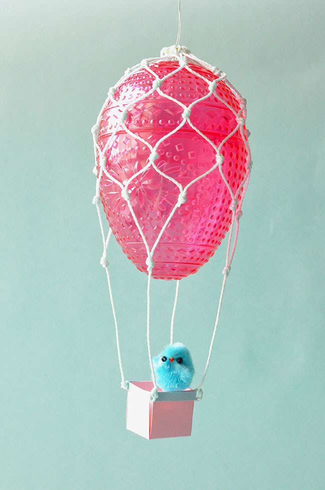 DIY Easter egg hot air balloons (via snowdropandcompany.blogspot.ru)