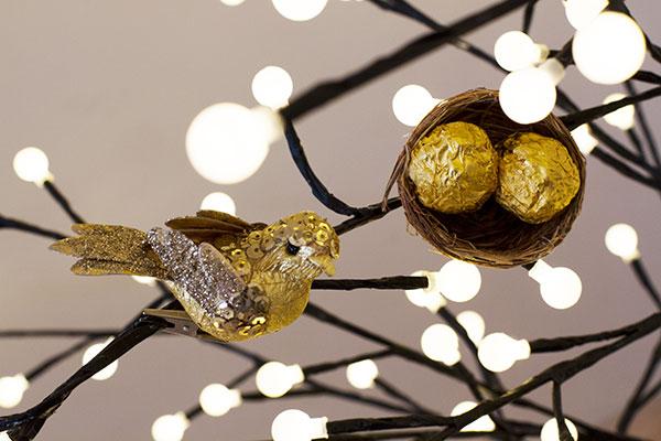 DIY bird nests with candies (via erynwithay.typepad.com)