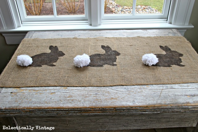 DIY burlap bunny table runner with prints (via www.kellyelko.com)